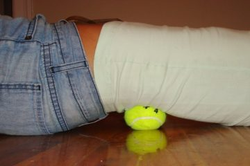 Here Is How to Use a Tennis Ball to Relieve Sciatica & Back Pain