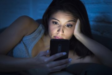 Screens Are Killing Your Eyeballs & Now We Know Why!