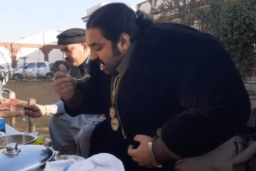 A 900-Pound Pakistani Man Is Looking for a Wife that Will Match Him in His Weight & Diet Habits