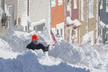 Historic Snow Blizzard in Canada: Photos & Videos Showing 30+Inches of Snow