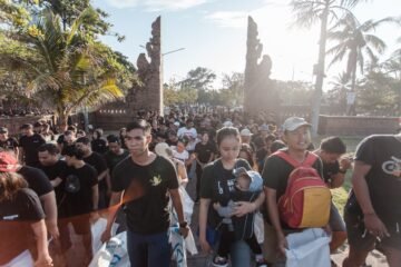 An Important Day for Bali: 12,500 People Gather for the Biggest Beach Cleanup