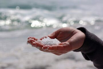 Is Sea Salt Really Contaminated with Microplastics? Let's Find Out